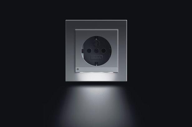Valpreventie ouderen: Gira LED wandcontactdoos