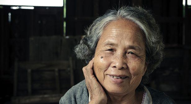 Oudere vrouw peking